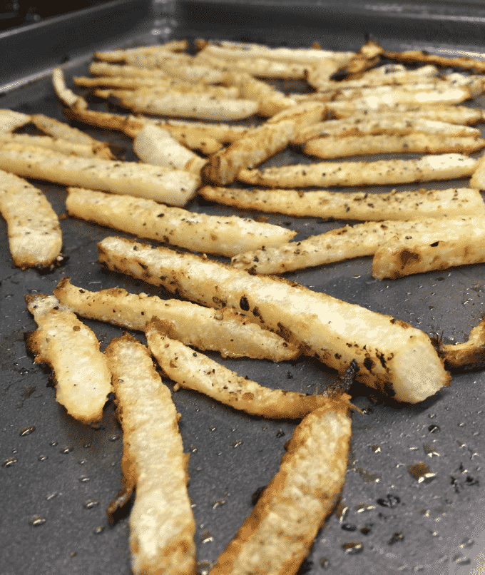 Healthy french fry recipe. These are low carb, low fat, and low calorie french fries. You totally have to try these! #HealthyRecipe
