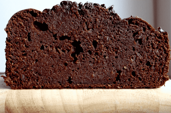If you love chocolate and banana bread, you HAVE TO MAKE this healthy chocolate banana bread by The Diet Chef. Only 4 Weight Watcher Points Plus #Healthybananabread #BananaBread #WeightWatchers