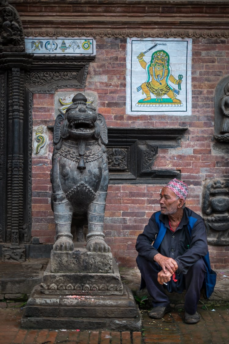 Waiting outside a temple/ f/1.4, 1/500 sec, at 35mm, 200 ISO, on a X-Pro1