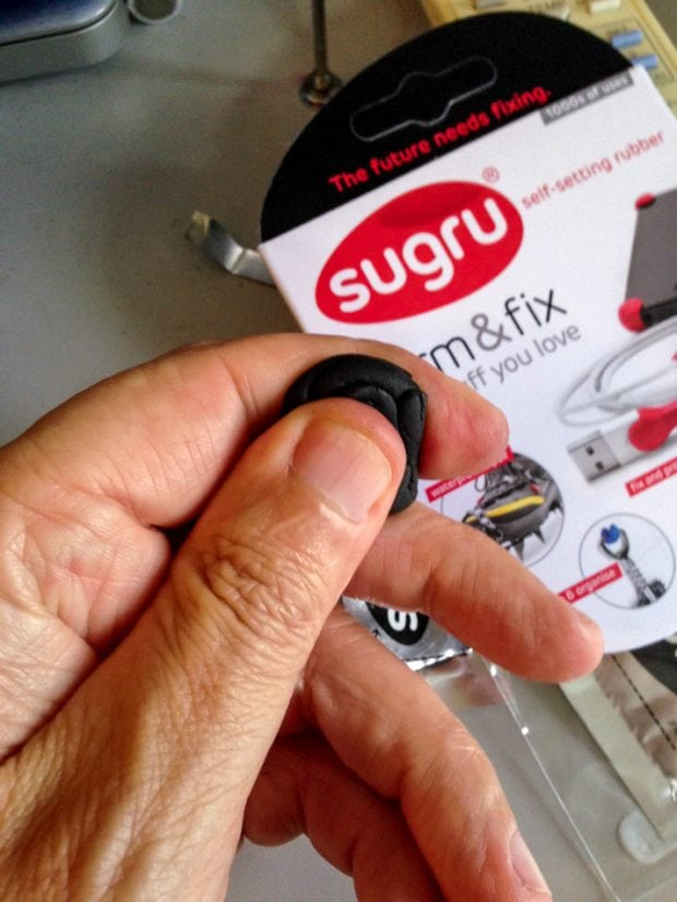 Easy to use. Just roll the rubber putty around to form it. Then apply it to the camera.