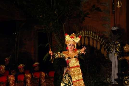 Lone dancer at Ubud Palace, Bali