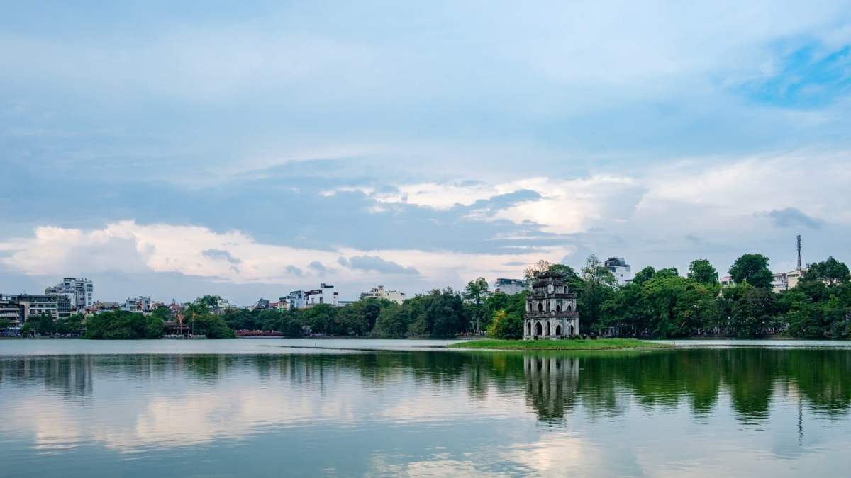 hoan kiem lake - one of the best things to do in Hanoi.