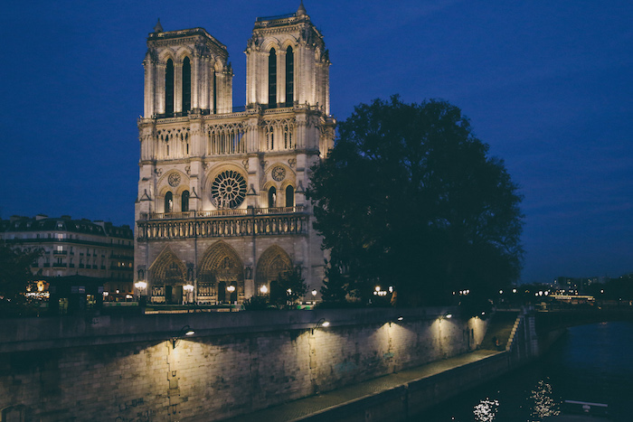 notre dame paris by night