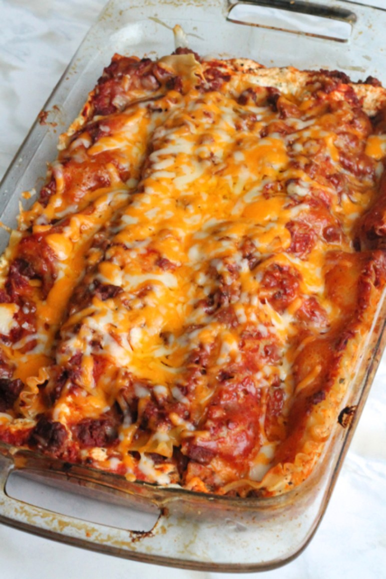 Easy, Perfect Lasagna | thedomesticblonde.com