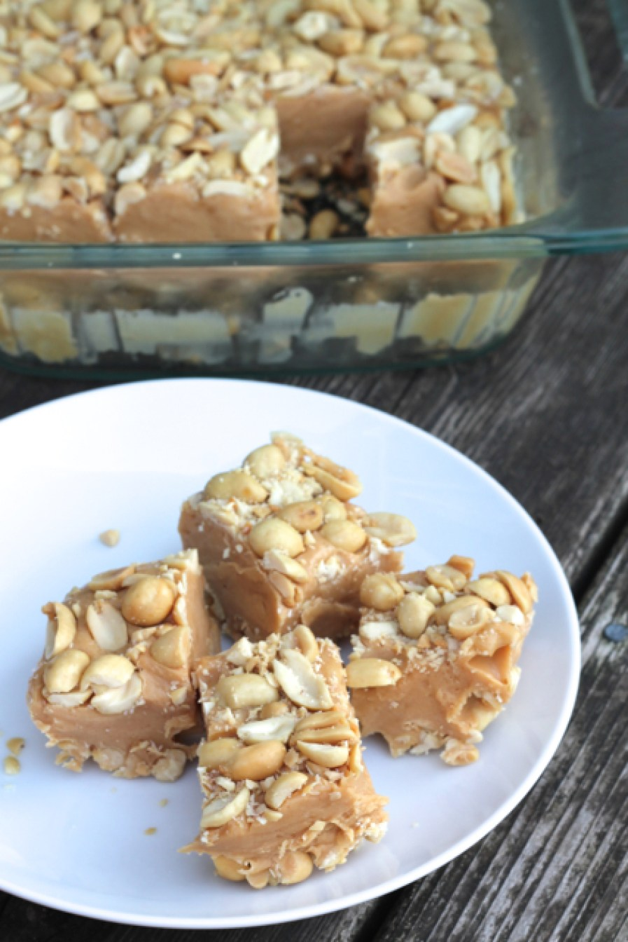 Salted Marshmallow & Peanut Bars | thedomesticblonde.com