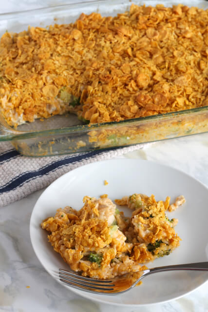 Cheesy Chicken & Broccoli Casserole | thedomesticblonde.com