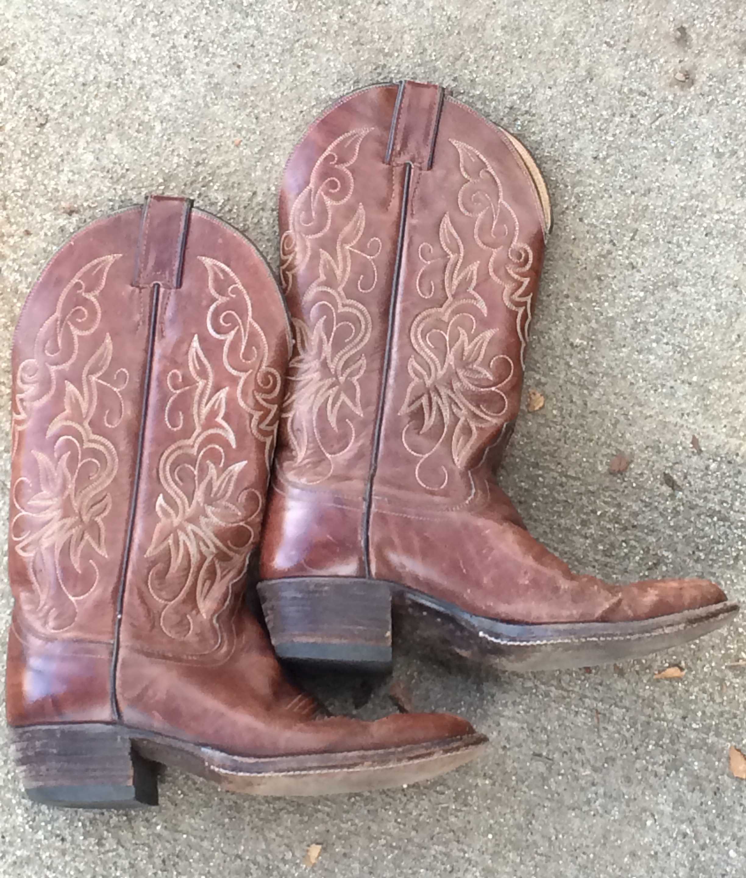 68a704c567a How to Buy Vintage Cowboy Boots