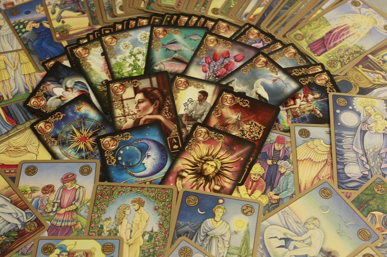 Tarot cards versus Oracle Cards - The Dragon's Keep