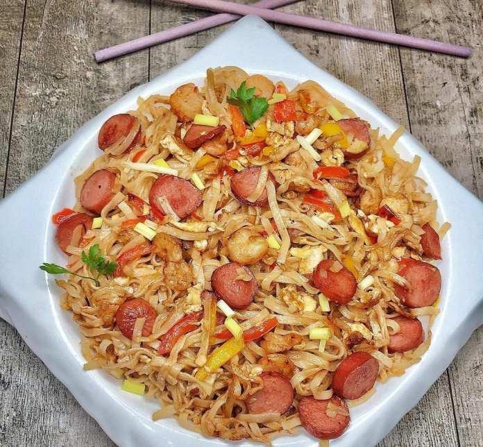 Rice Noodles with Sausage & Prawns Recipe