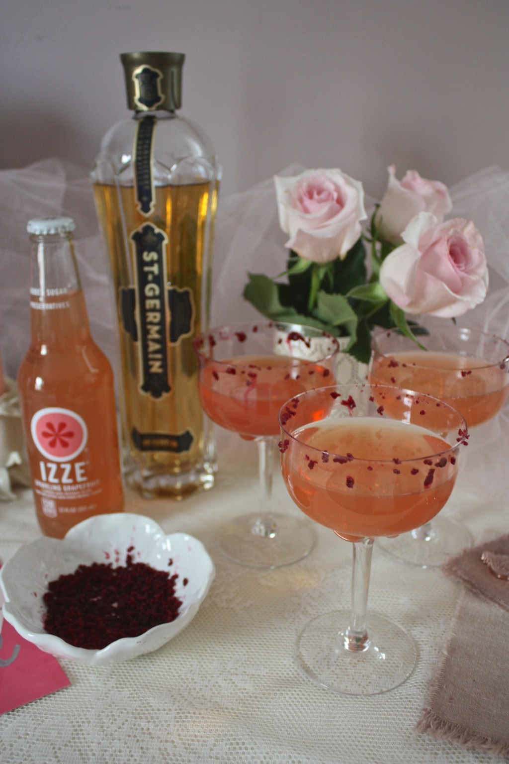 Grapefruit Elderflower Fizz Cocktail