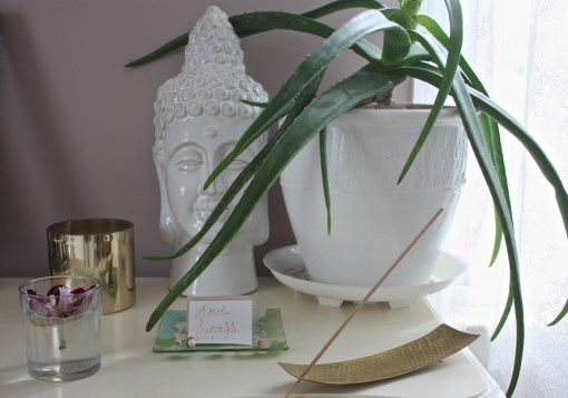 Creating Your Own Full Moon Altar