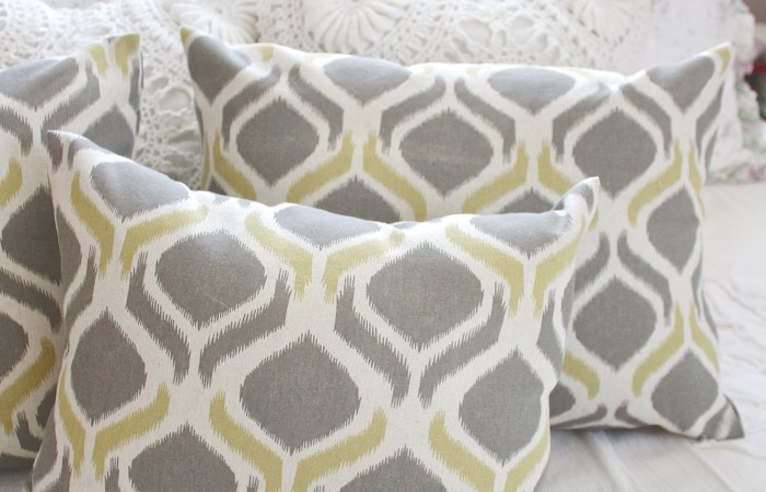 "The Easiest ""No Sew"" Pillow Cover Ever"