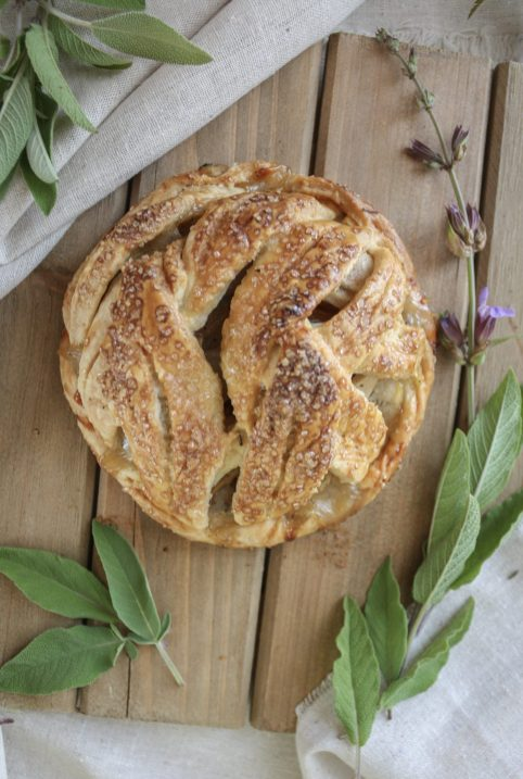 Summer Fruit & Herb Pairings :: Pear + Sage Pie || Dreamery Events