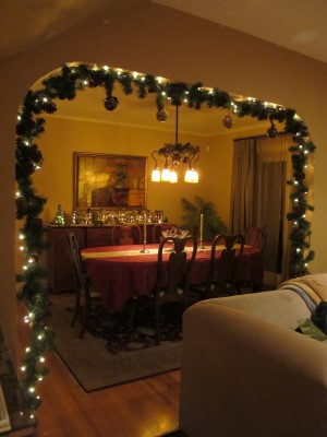 A cozy dining room.
