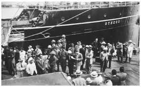 Filipino immigrants leaving the ship that brought them to America (photo credit: everyculture.com).