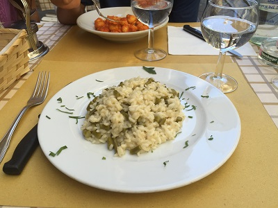 Risotto al dente with asparagus.
