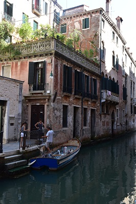Daily life in Venetia.
