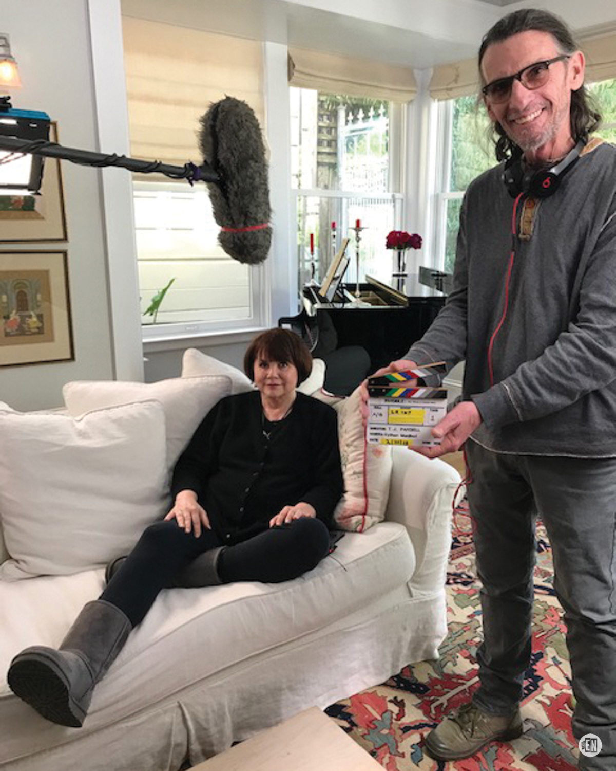 Bill Brimm sets up for a shot with Linda Ronstadt.