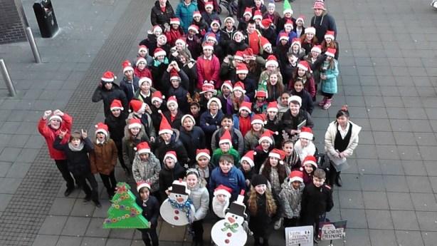 Pupils from Lorne Primary singing carols