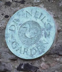 dr neil's garden plaque