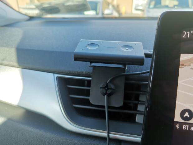 Echo Auto Mounted in Renault Captur 2020