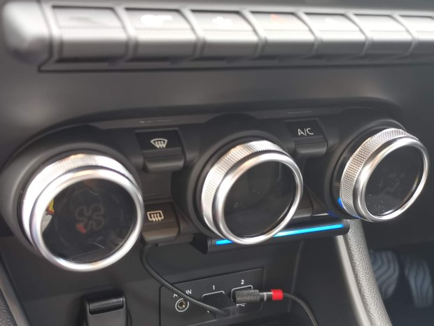 Echo Auto mounted under Air Conditioning Controls in 2020 Renault Captur
