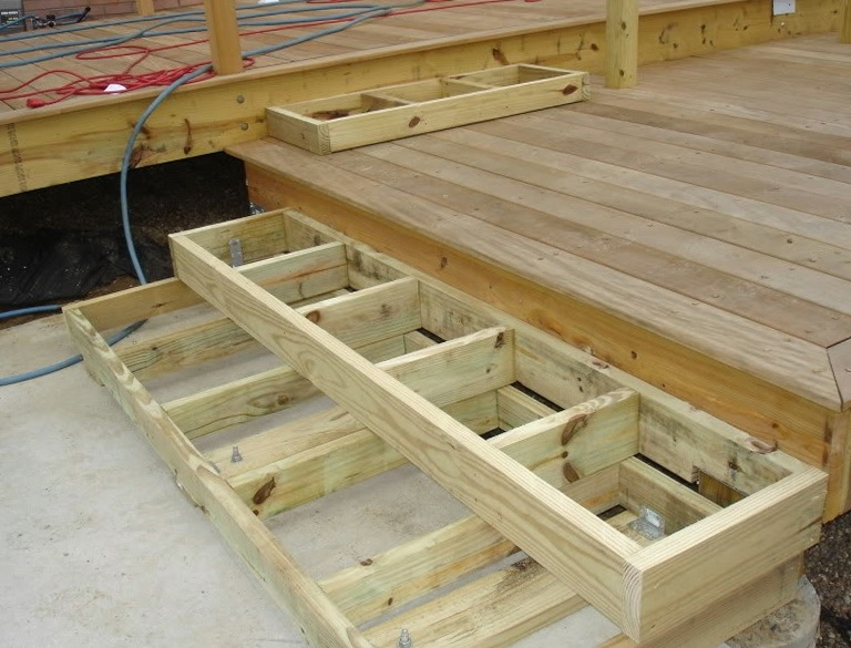 Build Deck Stairs Calculator Home Design Ideas   Making Steps For Decking
