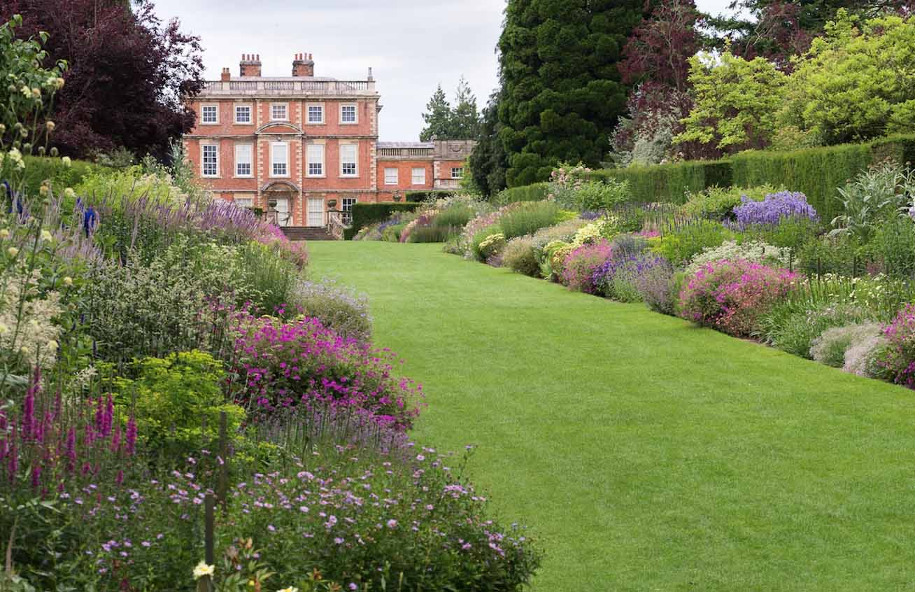Explore beautiful gardens in Yorkshire - The English Garden on Beautiful Backyard  id=68558