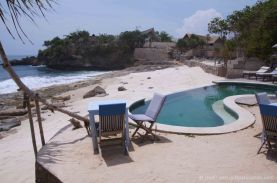 A Lembongan beach cafe