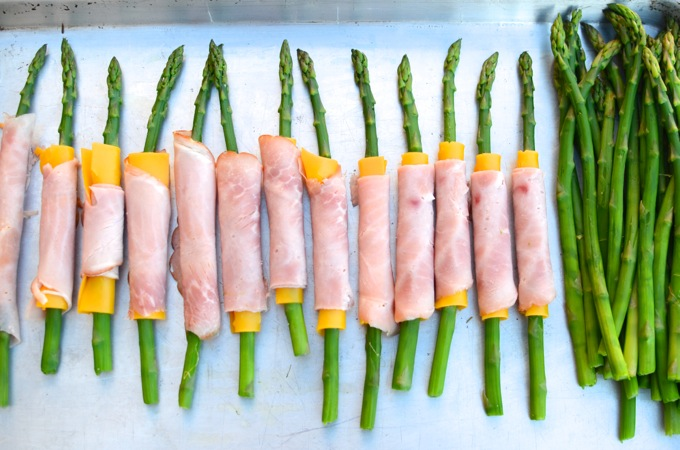 Ham & Cheese Asparagus Spears at www.mybottomlessboyfriend.com