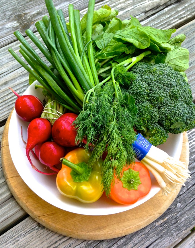 These fresh summer veggies are gonna taste great on Cool Summer Veggie Pizza! Get the recipe on www.mybottomlessboyfriend.com