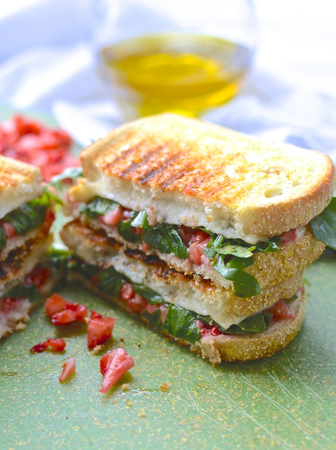 Strawberry & Arugula Grilled Cheese. Get your summer grill on at www.mybottomlessboyfriend.com