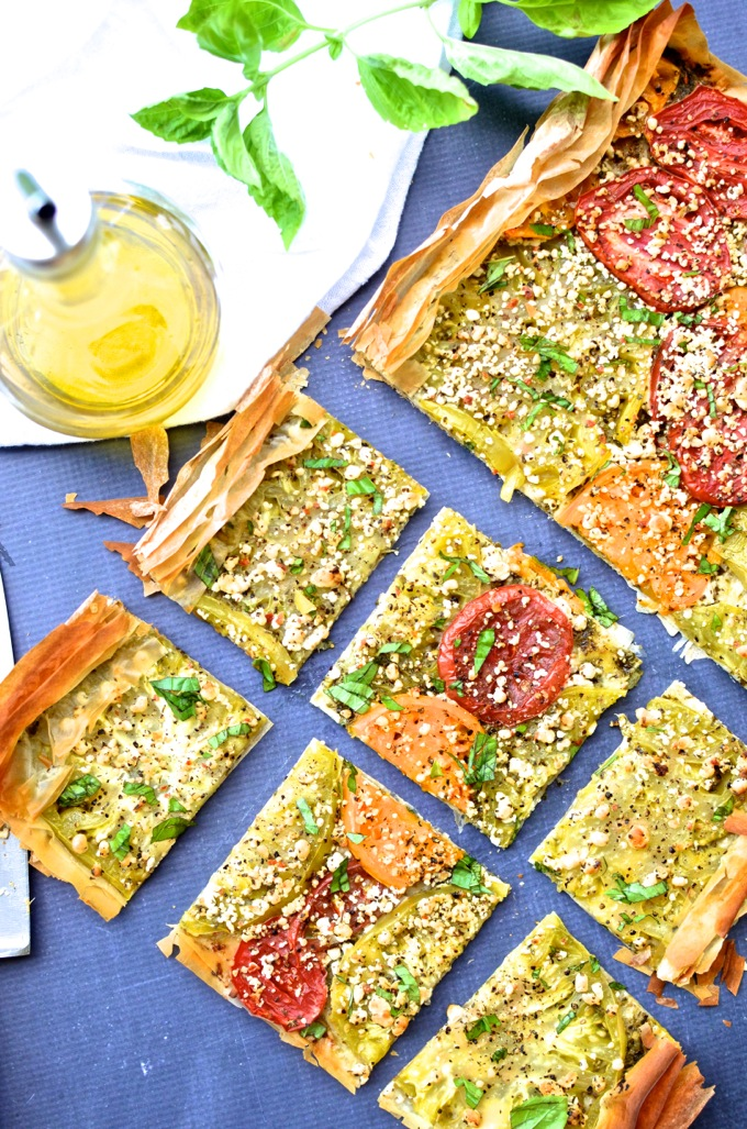 This Heirloom Tomato & Goat Cheese Tart is bursting with summer flavor! | www.mybottomlessboyfriend.com