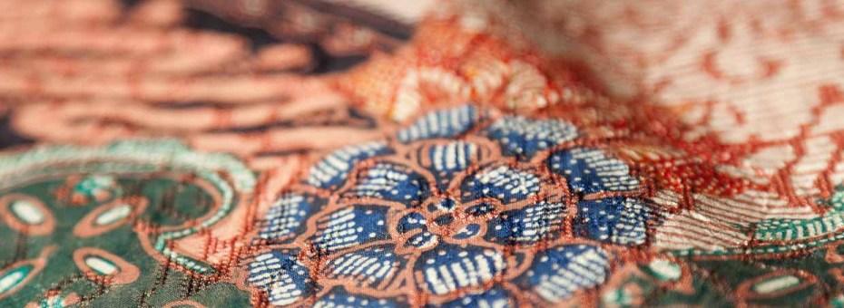Jual batik tulis sebagai busana pria. Tersedia di Cortese Tailer and Textile dengan berbagai pilihan warna dan corak unik untuk anda.