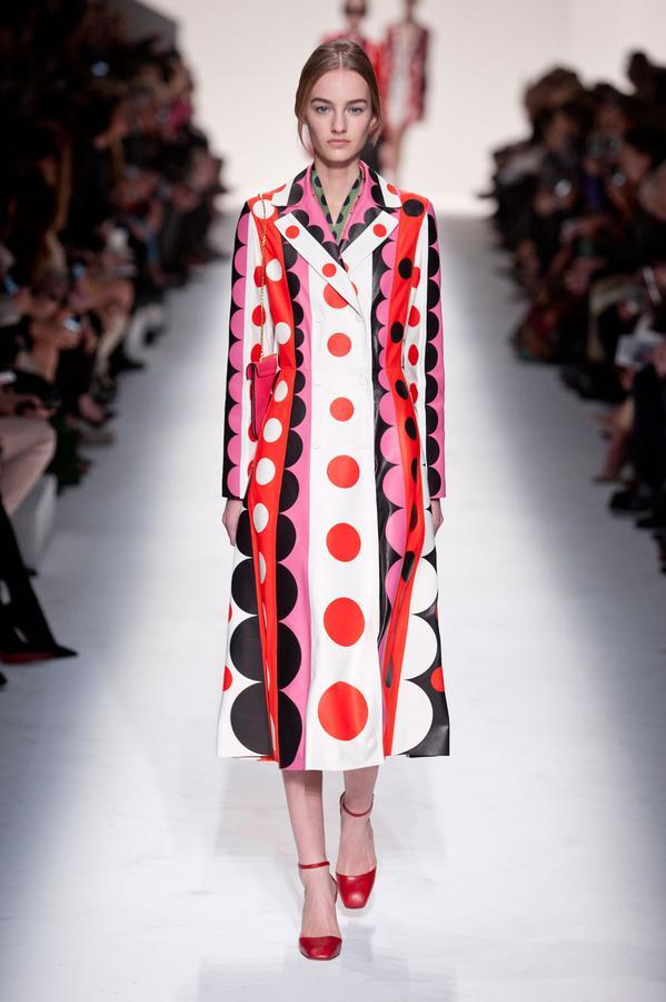 Valentino dress - (Source) http://madame.lefigaro.fr/defiles/valentino/automne-hiver-2014-2015/pret-porter-0/835922#diaporama-498202_7