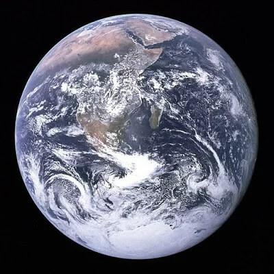 First Picture of Earth in Hindi   धरती(पृथ्वी) के बारे में 42 रोचक तथ्य