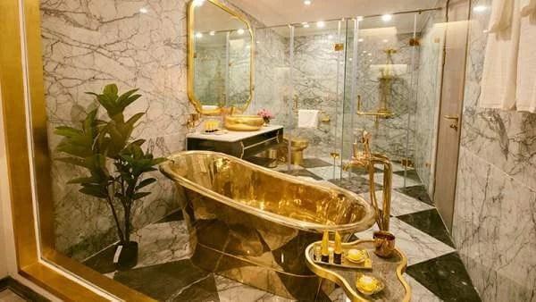 Information about World's first Gold Plated Hotel in Hindi   जाने दुनिया की सबसे पहली सोने की होटल के बारे में