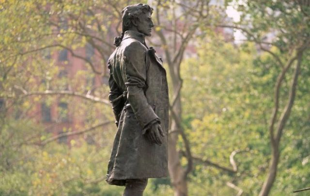 A Statue of Nathan Hale