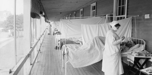 Nurses helping victims of the Spanish Flu in corridors