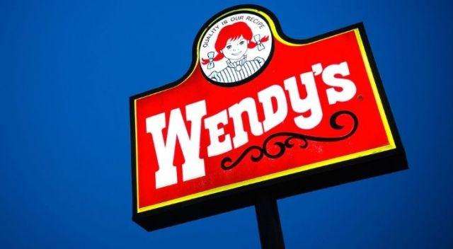 A Wendy's restaurant sign on a tall pole