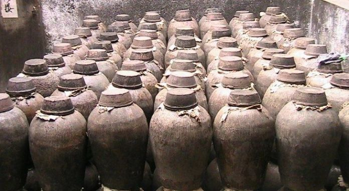 Lots of old pots used to ferment alcohol in China