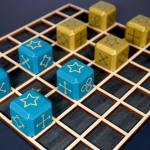 A 7x7 board with 4 teal cubes and 4 gold cubes
