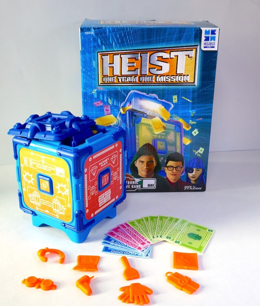 Heist box, safe, paper money, plastic components