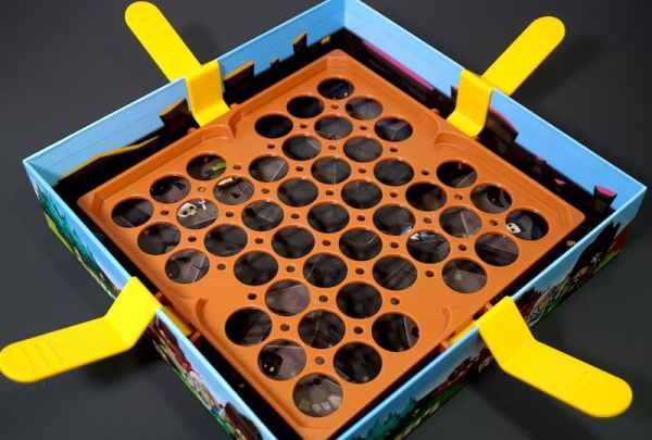Slide Quest box, open with 4 levers in place, 1 on each side. The 4 levers support a plastic platform riddled with holes.