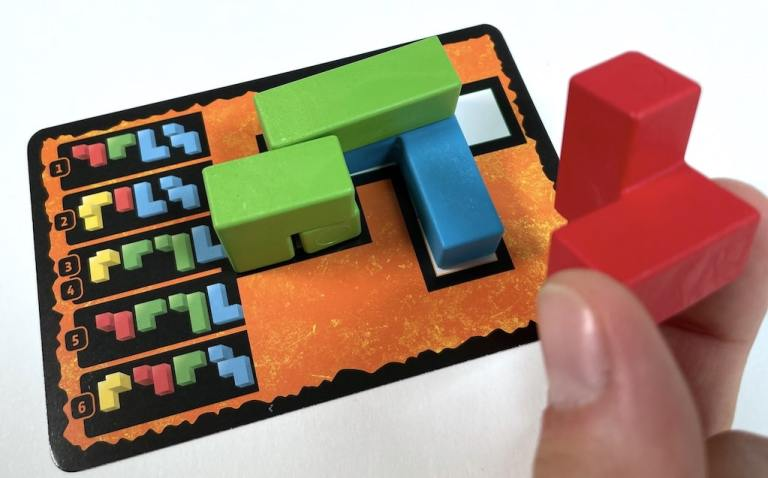 Ubongo 3D orange puzzle