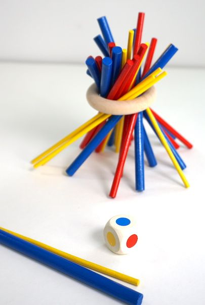 Zitternix - colored sticks in a ring with a die
