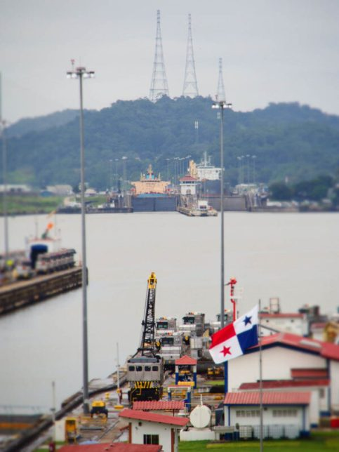 Miraflores locks - Panama City with kids