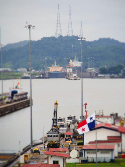 Miraflores locks - Panama City with kids