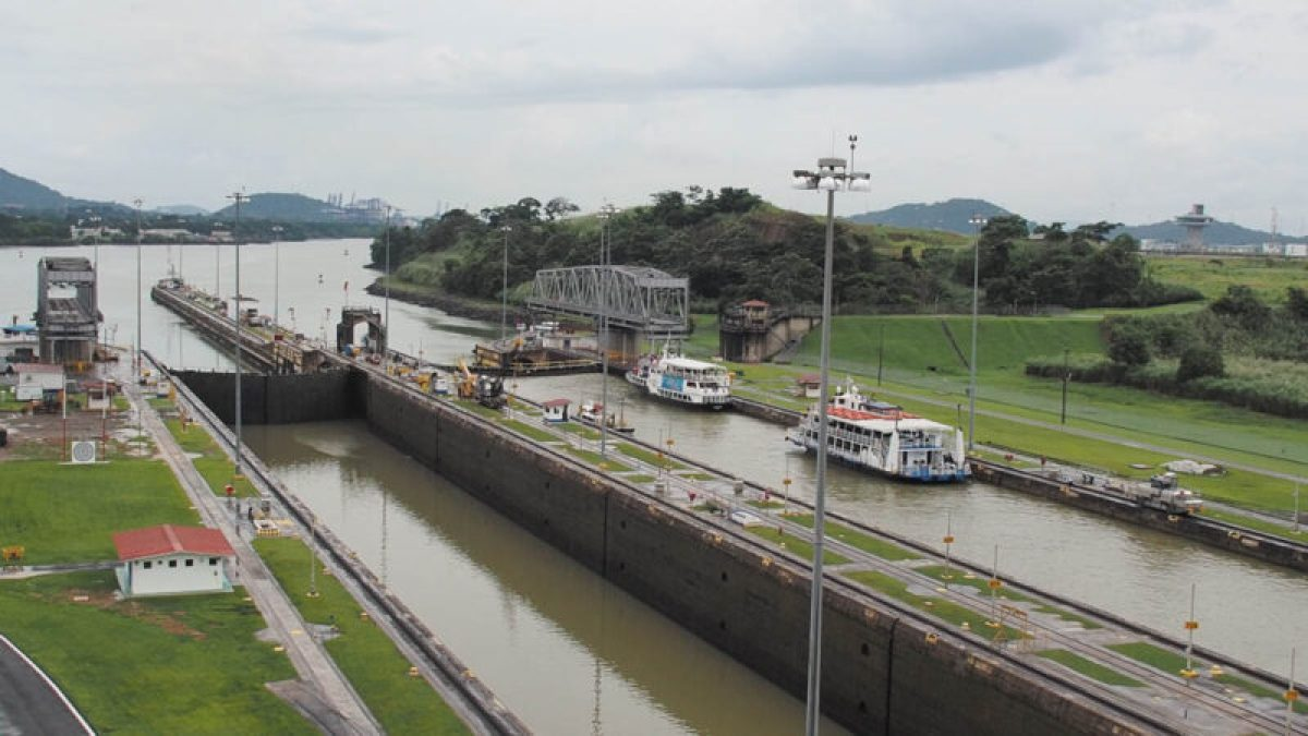Panama canal tours Miraflores locks