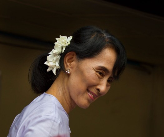 Aung San Suu Kyi Biography - Childhood, Life Achievements ...